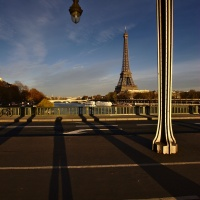 Lange Schatten in Paris